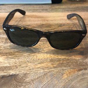 Wayfarer Ray-ban sunglasses